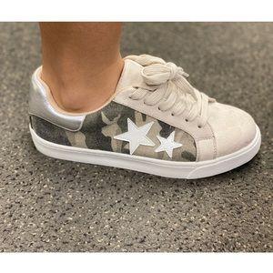 ARRIVE SOON Camo lace up sneaker